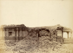 Side view of ruins of Hemadpanti Temple, Narayanpur